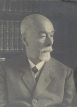 Porträt des Germanisten und Sprachwissenschaftlers Friedrich Kluge. Fotografie, aufgenommen ca. 1925.